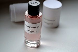 Amazing Fragrance Christian Dior Oud Ispahan Review For Men and Women 1